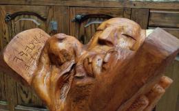 Фирер Олег. Моисей со скрижалями ( первый разворот ) ( 55x60 см / дерево / 2021 г. )