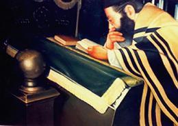 Гуревич Эдуард. В старой синагоге. ( 100x70 см / холст / масло / 1998 г. )